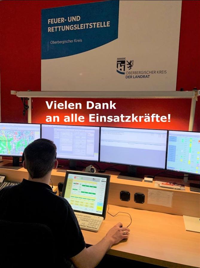 Einsatzzentrale Rettungsdienst OBK, Blick auf eine Reihe Monitore